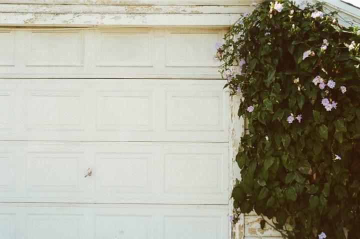 6 Signs That Your Garage Door Needs Repairing