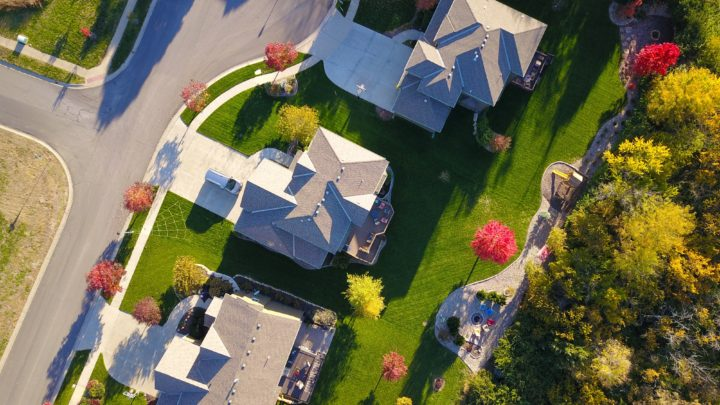 Ensure A Healthy Roof With These 6 Easy Roof Maintenance Tips